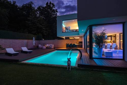 Lighting systems in swimming pools